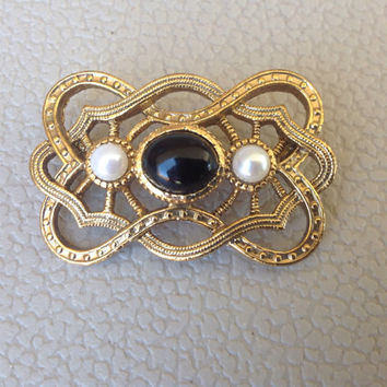 Classic Vintage Gold Gatsby Brooch