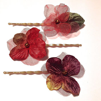 Flower hair pins. Flower bobby pins. Fabric flower hair pins. Floral hair accessories. Bohemian Wedding hair flowers. Wedding flowers.