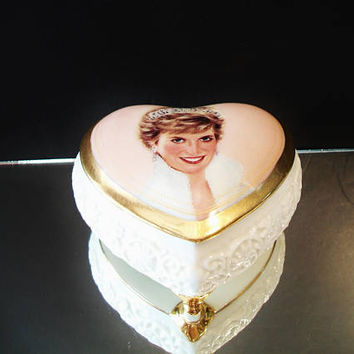 Ardleigh Elliot Music Box Princess Diana Queen Of Our Hearts Royal Family Collectible