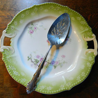Vintage 1881 Rogers / Oneida Ltd Silver Plated Cake or Pie Server - Pattern Flirtation