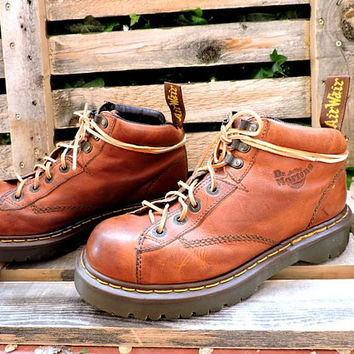 Mens Dr Martens England boots 8.5 womens 10 / vintage Doc Marten AW004 hiking boots / brown leather lace up ankle boots / 80s chunky urban