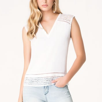 bebe Womens Eyelet Trim V-Neck Top Bright White