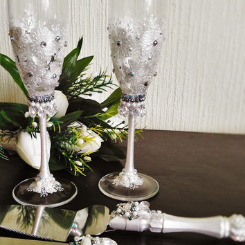 FREE SHIPPING Wedding white glasses and Cake Server Set cake knife white pearl bride and groom set of 4 wedding toasting flutes