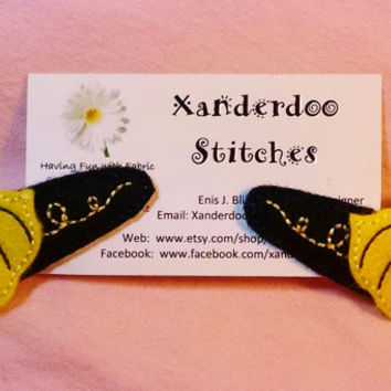 Embroidered Felt Bumble Bee Hair Clip, Black, Yellow and White Hair Clippie, Girls Hair Accessory, Pet Accessory, Paper Clip, Gift Charm