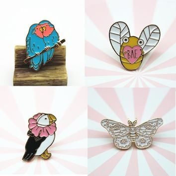 Trendy Butterfly Bee Brooches Parrot Enamel Pin for Boys Girls Lapel Pin Hat/bag Pins Denim Jacket Shirt Women Brooch Badge Q548 AT_94_13