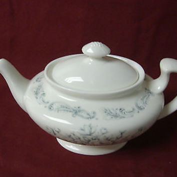 Royal Doulton China Dinnerware Chantilly Rose White Pattern #H4857 Tea pot