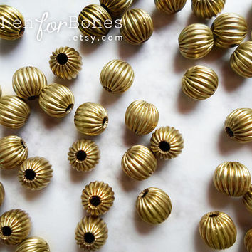 10 pcs ∙ Vintage Brass Round Corrugated Beads Fluted Hollow Ball Spacers Jewelry Supplies