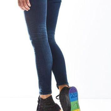 DCCKHD9 Converse Chuck Taylor All Star Pride High Top Sneaker