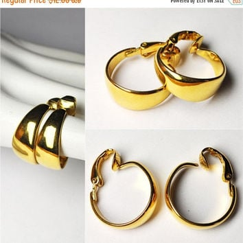 ON SALE Vintage CROWN Trifari Gold Hoop Clip Earrings, Hoops, Shiny Gold, Chunky Classics!  #B176