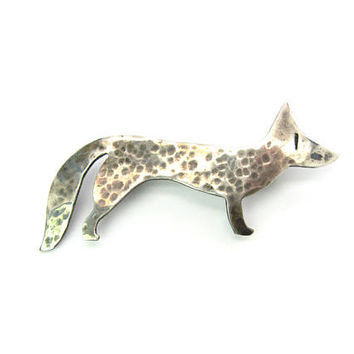 Silver Fox Brooch. Hammered Sterling Silver. Arts & Crafts Style. Elmcroft Handmade Vintage Jewelry, Stamped Eye. Small Animal Pin