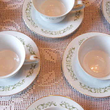 set of 8 vintage BELL FLOWER cups and saucers/Vintage Dishes/Flower Cups/Flower Plates/Vintage Cups and Saucers
