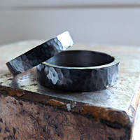 two black silver rings hammered wedding rings rustic wedding rings two silver rings 4mm and 6mm wide modern shape