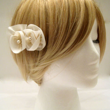 Ivory flower bridal comb, ivory wedding hair comb, bridal silk flower comb, cream flower bride hair accessory, bridesmaid gifts