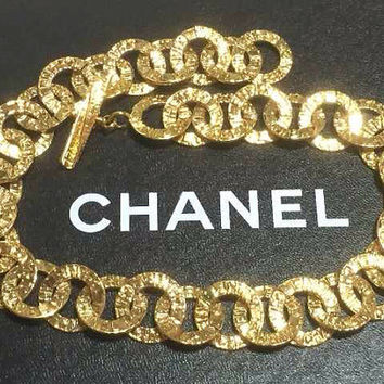MINT. Vintage CHANEL golden logo embossed loop chain necklace. Gorgeous vintage masterpiece.