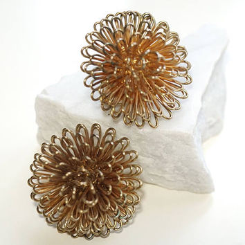 Vintage Atomic Earrings Gold Tone with Loopy Wire, Clip on Earrings for Non Pierced Ears,Unusual Dahlia Shaped Flower Earrings