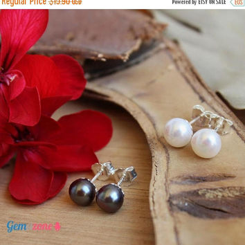 ON SALE Pearl Stud Earrings / Natural Pearl Earrings / Pearl Studs / Freshwater Pearl / White Pearl / Peacock / Bridesmaid Jewelry / Bridesm