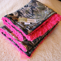 Realtree Camo Blanket and Hot Pink Cuddle Fleece by MamasBabyLove
