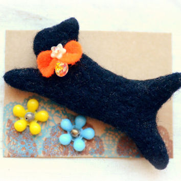 Halloween black cat brooch, needle felted black cat pin, animal brooch, Halloween jewelry / accessories, cat accessories, gift under 15