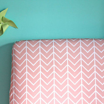fitted crib sheet in pink chevron