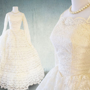 1950s Wedding Dress Lace and Tulle Tiered Skirt Ballgown Union Label