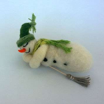 Snowman art Dreaming snowman Needle felted snowman Christmas decoration Snowman sleeping Handmade ornament wool Waldorf Xmas gift Cute funny
