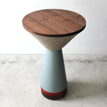 Pedestal Table :  Zoe Mowat
