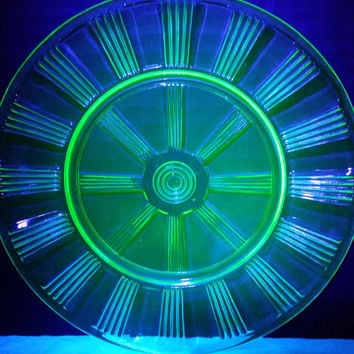 Hazel Atlas Vaseline Uranium Glass Plates Set of 6 Wagon Wheel Pattern Dessert Salad Lunch Plates 1930s Depression Green Glass Plates