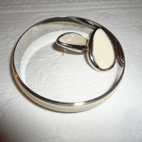 Cream Enamel Silver Tone Metal Bangle Bracelet Post Pierced Tear Drop Earring Set