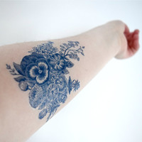 Floral vintage Dutch 'Delfts Blauw' Temporary Tattoo - Blue, Flower, Spring
