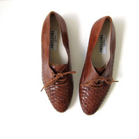 20% OFF SALE...Vintage brown woven oxfords. braided shoes. leather lace up shoes.