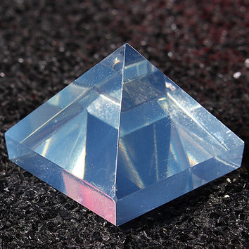 Clear Pyramid Crystal Reiki Energy Charged Healing Gemstone for Home Decor Ornaments Crafts Gift 24*24*20mm