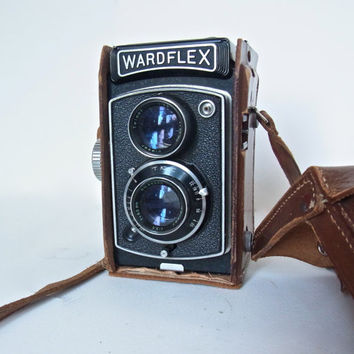 vintage camera working wardflex tkk 1950s camera mid century midcentury modern TLR beautyflex beautyflex beautycord photo prop wedding decor