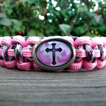 Paracord Bracelet with a Camo Cross Charm-Wrist Measurement REQUIRED Please Read Listing Details