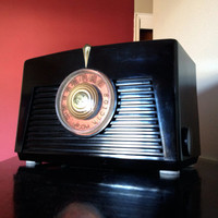 3rian- Bluetooth / AUX / FM / Mp3: 1940's RCA Victor # 8X5W Radio With Restored Tube Amplifier