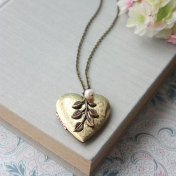 Large Heart Leaf Locket Necklace. Brass Leaf, Freshwater Pearl Locket, Vintage Golden Brass Heart Locket, Bridesmaids Gift, Vintage Wedding