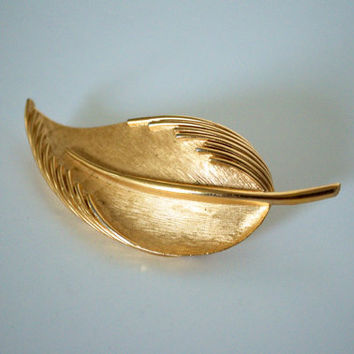 Golden leaf brooch Trifari 1950's1960's by SCAVENGENIUS on Etsy