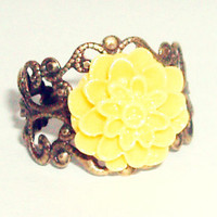 Adjustable filigree cabochon dahlia yellow vintage look flower ring