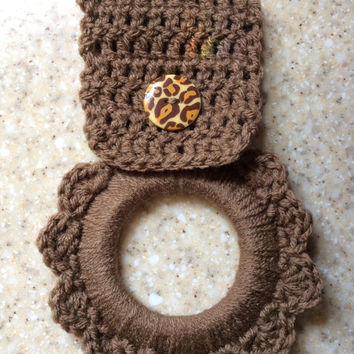 Kitchen towel hanger, dish towel hanger, party favor, gift, game prize, oven towel hanger, button towel hanger,crochet towel hanger, handmad