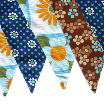Retro DAISY Bunting Vintage Fabric 60s 70s  Blue Brown and Yellow Olive Green