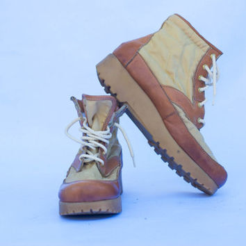 "Vintage 70's Dexter ""Shoemaker to America"" Canvas And Leather Hiking Boots Made in USA Men. US Size 9.5, UK 9, Europe 43.5"