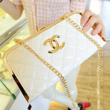 Chanel 2018 new stylish small evening wind chain clutch bag beige/white