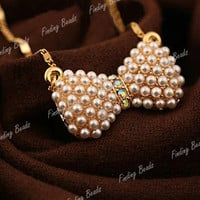 Trendy Elegant Golden Bowknot Bowtie With Full Shiny Rhinestone Pendant Necklace