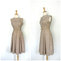 1950s Dress / vintage 50s dress / fit and flare / full skirt dress / 50s day dress / cotton sundress / Small
