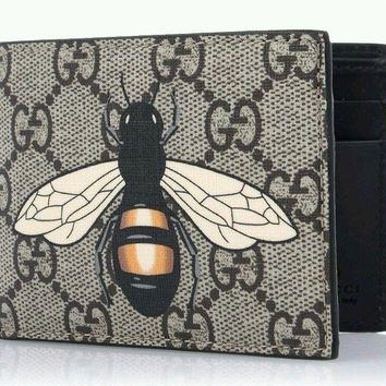DCCKIN2 GUCCI Men's GG Supreme Bee Symbol Half Wallet Authentic