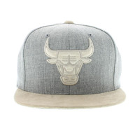 Chicago Bulls The Heather Grey And Suede Strapback By Mitchell And Ness