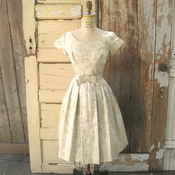 SALE Vintage 1950s Wedding Dress in Champagne Party Dress Bridal Fashion Satin Brocade Mad Men XS