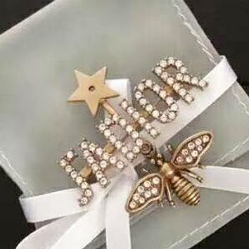 DIOR Fashion New Diamond Letter Bee Brooch Accessories Women Golden