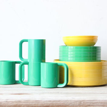 Modern Set of Heller Stacking Plates and Mugs (18 pc)