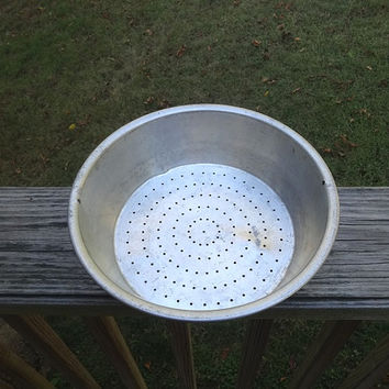 1950s Vintage Flat Bottom Aluminum Colander or Strainer, 9.5 Inch Diameter, Holes for Hanging, Vintage Kitchen Wares, 1950s Kitchen Wares
