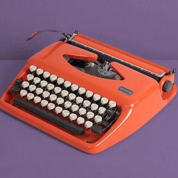 1972 Triumph Adler Tessy Typewriter. Tippa. Pop Orange. Fully working conditon. German vintage typewriter. With Hard Case.